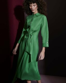 Only the best for our customers 💚 come take a look at this gorgeous, soft, green midi dress. Made with 100% cotton and with an alluring open back detail 👀 Exclusively available at spreadingcolor.com  . . . . . #damenoutfit #germanbloggerinspo  #bloggerin #blogger_de #fashionblogger_de #discoverunder1k #bloggerdeutschland #sommer2021 #ootdgermany #mode #lookdujour #prettylittleiiinspo #spiegleinspiegleinanderwand #instafashionist #kleding #kledingwinkel #musthave #bloggeruk #ukblogger #whatiworetoday #kleiderliebe #damenmode #frauenmode #ukfashionblogger #ukfashionbloggers #frauenoutfits #mididress #mididresses #sommer2021 #sommermode