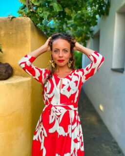 Thank you @becauseofbb for these wonderful shots! 🤍♥️🤩 How beautiful is the red with Benny's gold earrings! #perfectstyling ⭐💫  This is our Piu Piu Red & White Dress by Italian designer brand Piú Piú. It's flowy, bright, and oh so unique! Head over to our website for more info. Available with 15% off with @becauseofbb's discount code: Benny15  If you have any questions about this lovely dress or any other of our products, please don't hesitate to email or DM us. We're always happy to help!  . . . . . #reddress #damenoutfit #germanbloggerinspo  #bloggerin #blogger_de #fashionblogger_de #bloggerdeutschland #sommer2021 #ootdgermany #swissfashionblogger #sommerferien #prettylittleiiinspo #sommerkleid #sommeroutfit #abendkleider #ukblogger #whatiworetoday #kleiderliebe #damenmode #frauenmode #urlaubsmodus #ukfashionbloggers #frauenoutfits #modeblogger #sommeroutfits #bloggerde #outfitideen #summerdress #ootdtoday